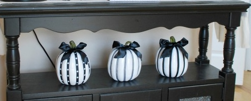 Black-and-White-Halloween-Display-019-564x750